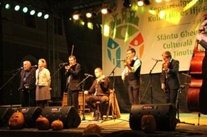 Kallós Zoltán és a Harmadik zenekar vasárnap esti sepsiszentgyörgyi koncertjén