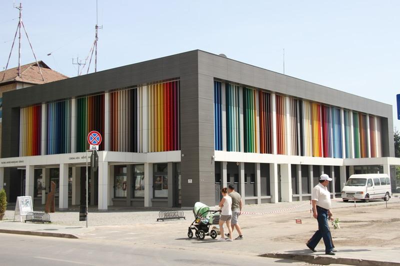 Rodica Pârvan feljelenti a román színházat (Sepsiszentgyörgy)