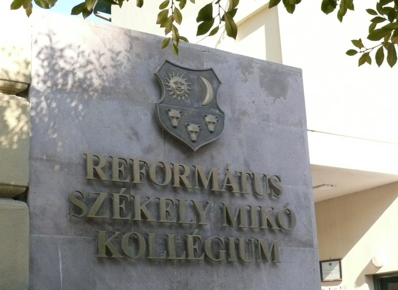 Székely Mikó Kollégium - Eltávolíttatták a magyar feliratot