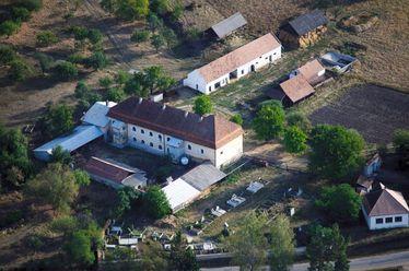 Légi felvétel az esztelneki ferences kolostorról. Fotó: Nánia István