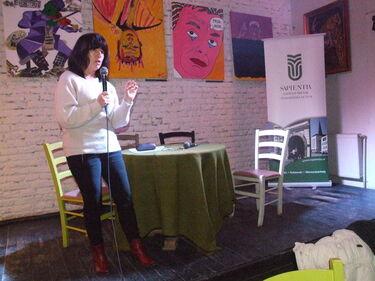 Bodó Julianna előadást tart a Teinben. A szerző felvétele