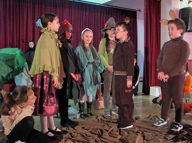 Wass Albert Bulámbuk című darabját mutatják be a Váradi József Általános Iskola kisdiákjai. Fotó: Szabó Erika