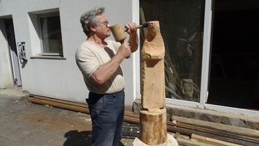 Petrovits Istvn szobrszmvsz alkots kzben A szerz felvtele