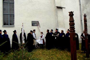 Emléktáblával tisztelegtek a földvári és más fogolytáborokban elhunytak előtt. A szerző felvétele