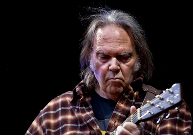 75 éves Neil Young