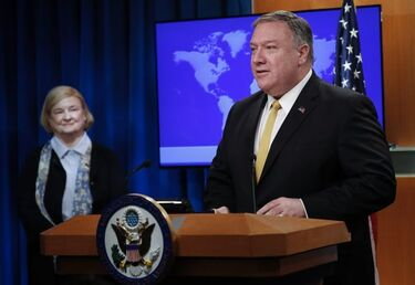 Mary Ann Glendon és Mike Pompeo